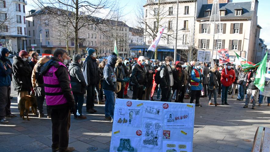 Environ 150 personnes étaient rassemblées place d'Armes, à Rodez, ce samedi 5 décembre.