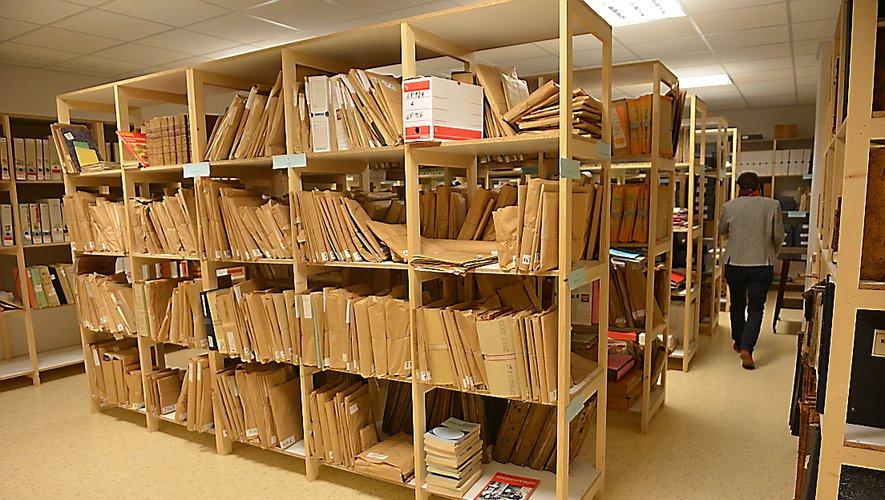 Les archives sont réparties à la Maison des entreprises et au sous-sol de l'Hôtel de Ville.