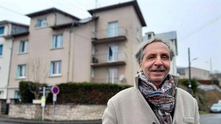 Jean-Philippe Savignoni devant l'appartement de son enfance.