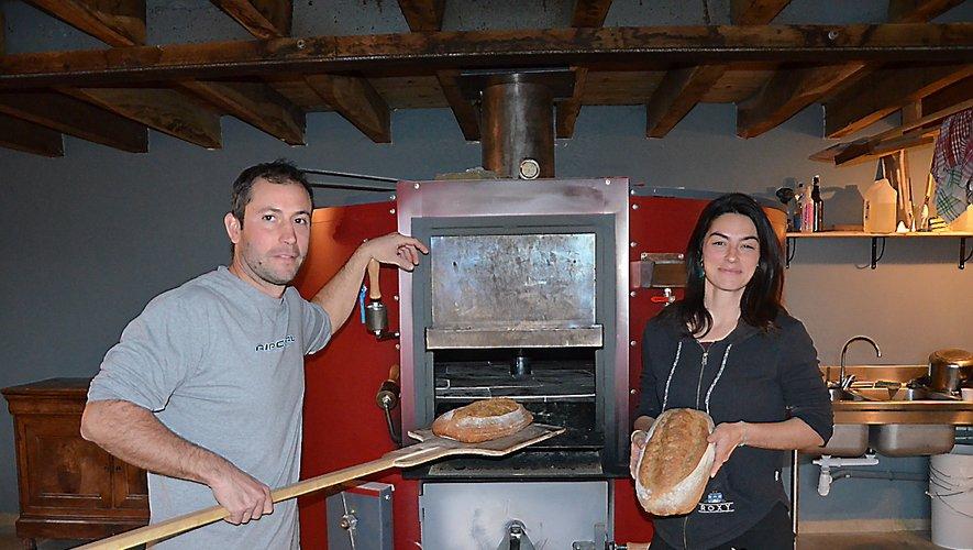 Clément Monot, 38 ans,et Cindy Rochette, 27 ans, produisent eux-mêmesleur pain.