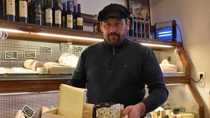 Francis Roujon proposedes plateaux de fromagesde saison et s'adapte aux goûts de ses clients.