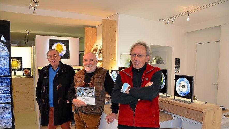 Philippe Olivier, Claude Baillon et Joseph Pineau dans l'atelier dédié au vitrail, rue de la Capelle.