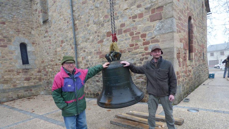 Bernard et l'un de ses enfants  lors de la descente pour réparation d'une des cloches.