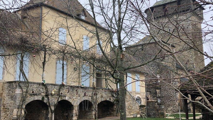 La dernière réunion du conseil municipal s'est déroulée à la salle des fêtes de Cénac et non à la mairie de Sainte-Croix (ci-dessus) fermée en cette fin d'année.