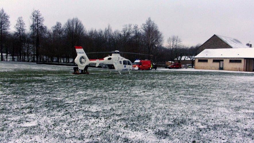 Un hélicoptère a évacué la victime vers l'hôpital de Rodez.