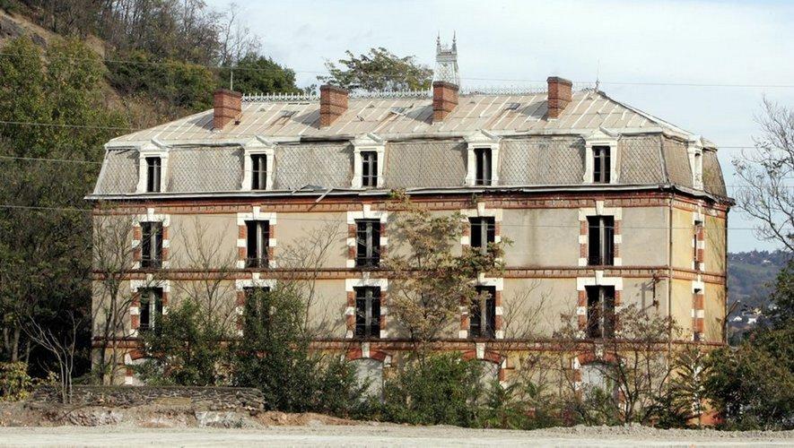 L'hôtel des Célibataires, bâtisse emblématique de la politique sociale et paternaliste de la Vieille Montagne.
