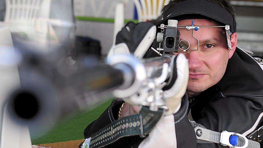Entraîneur de l'équipe de France de tir à la carabine, le Millavois pourrait retrouver les Jeux Olympiques à Tokyo cette année et  à Paris en 2024.