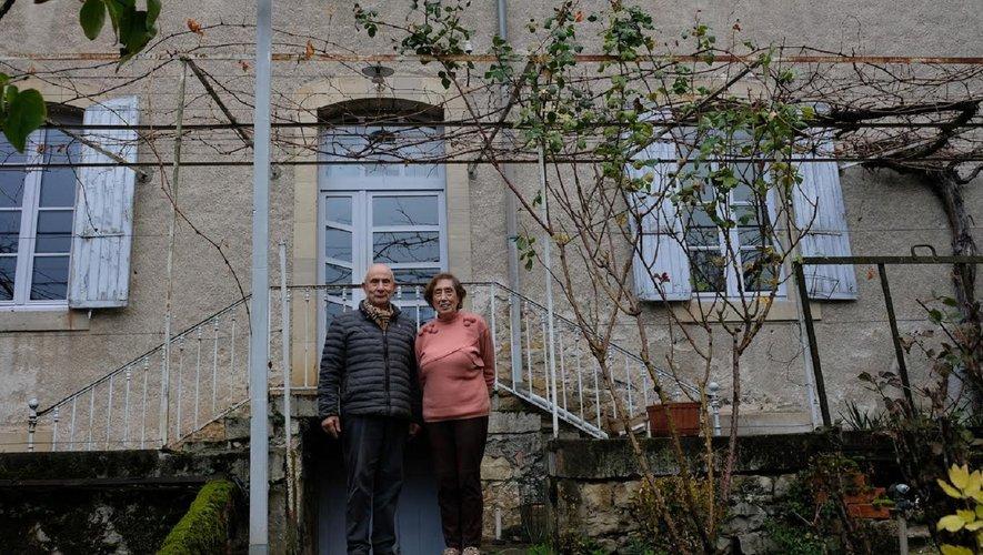 Pierrette et André Villemagne devant l'Atelier BLanc, devenu en quelques années un lieu culturel incontournable dans le département.