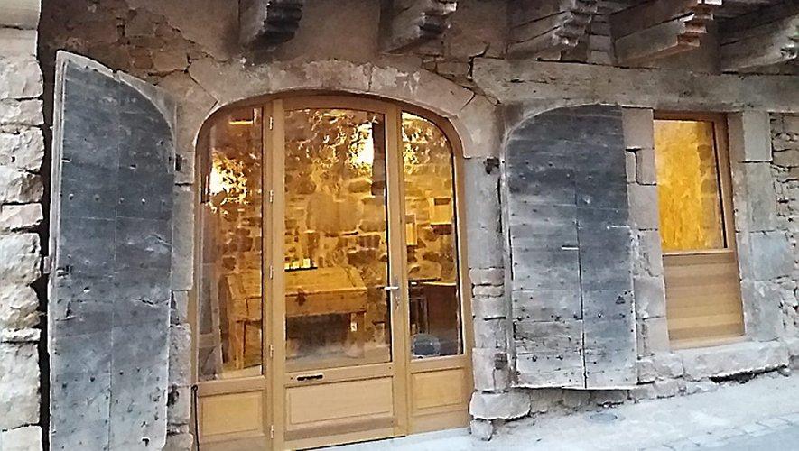 Une boutique de produits aveyronnais, un salon de thé et une tarterie.