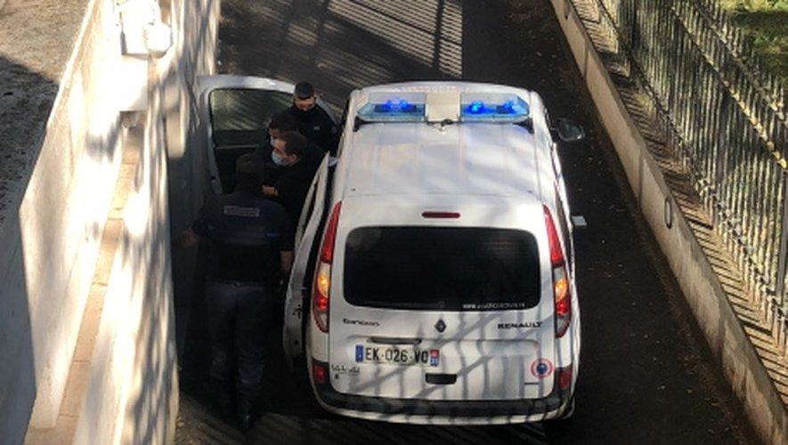L'accusé est arrivé vers 13 h 30 au palais de justice de Rodez.