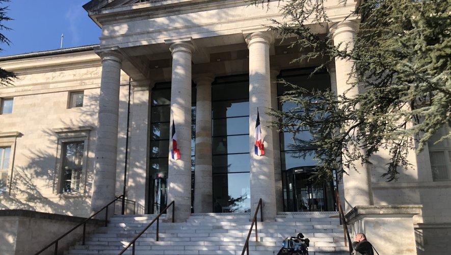 Le procès se poursuit mardi au tribunal de Rodez.