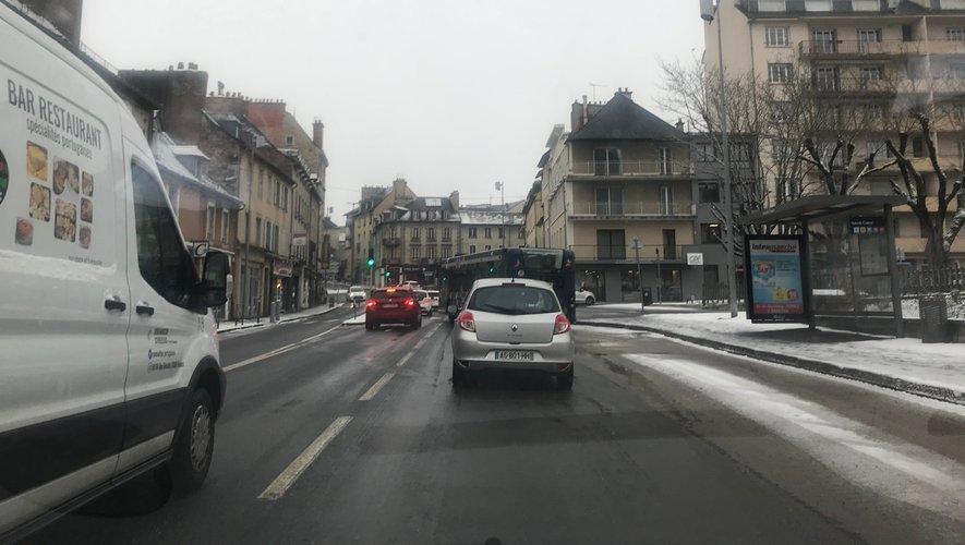 Certaines rues en pente et les abords des ronds-points ont été traités en priorité.