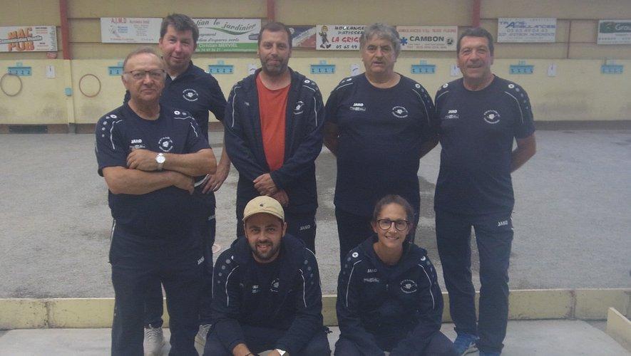 L'équipe 2 020 de la Pétanque Villefranchoise en coupe.