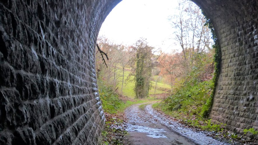 Chaque sortie de tunnel s'ouvre sur un magnifique paysage.