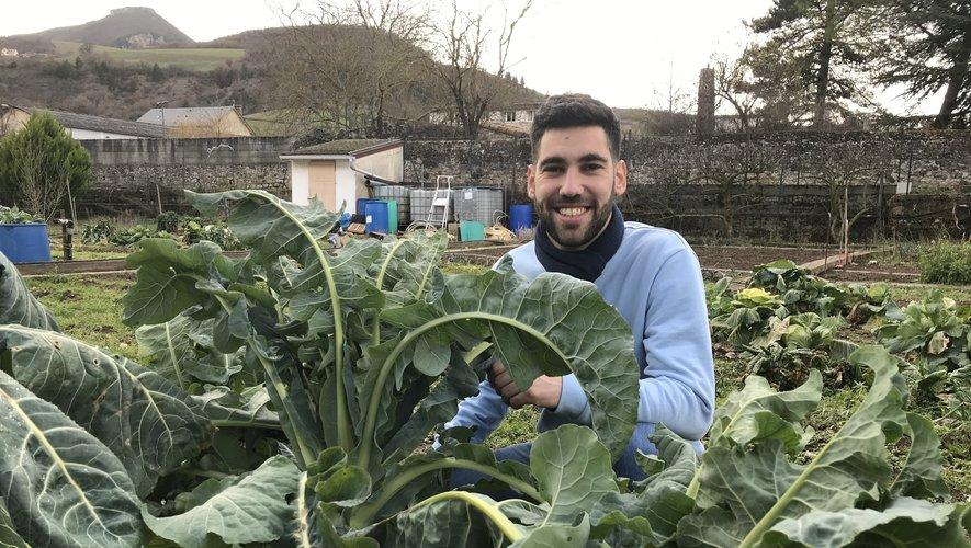 Hugo Pailhas aime visiblement les choux. Ceux qu'il sert en pâtisserie aux clients du Crillon à Paris. Mais aussi ceux qu'il cultive dans son potager à Aguessac, où il a passé beaucoup de temps pendant les confinements.