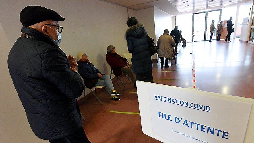 Trois patients entrent toutes les cinq minutes au centre de vaccination ruthénois.