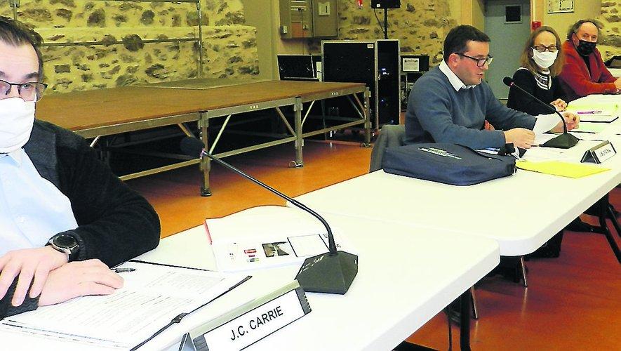 Le premier adjoint, Jean-Claude Carrié, est souvent monté au créneau lors de la réunion, tenue à la Madeleine.