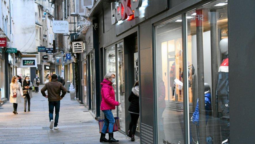 Certaines boutiques du centre-ville restent ouvertes entre midi et deux heures.