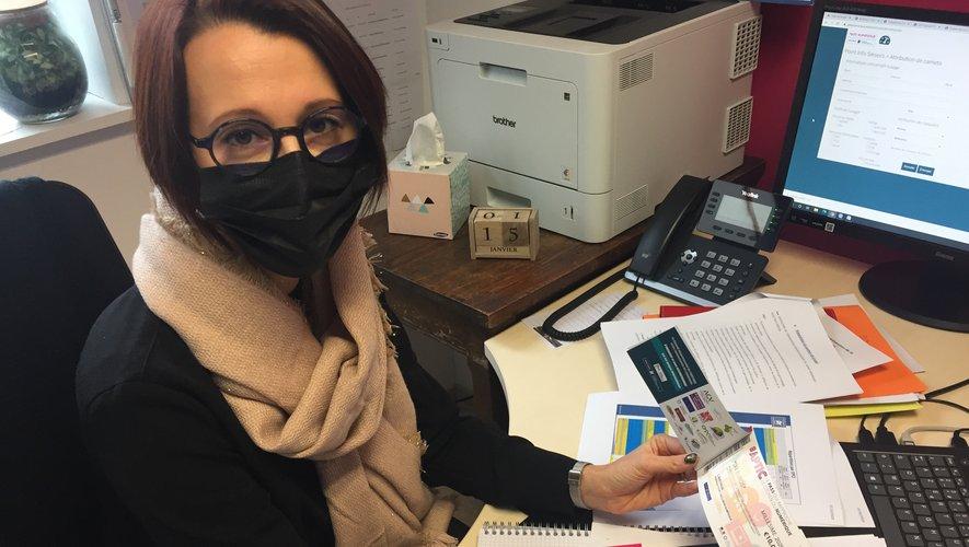 Laurie Cayzac, la coordinatrice du Point info seniors invite les aînés à se former au numérique.