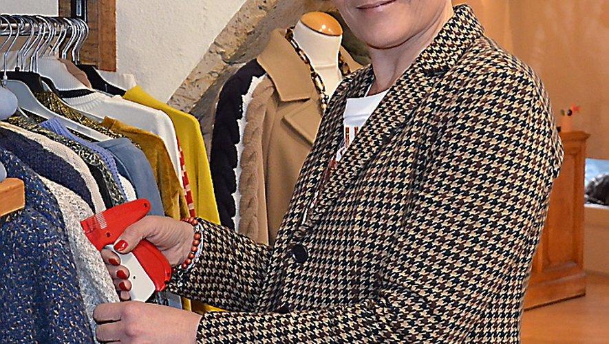 Nadine Dumetier, responsable du magasin MC Boutique à Millau.