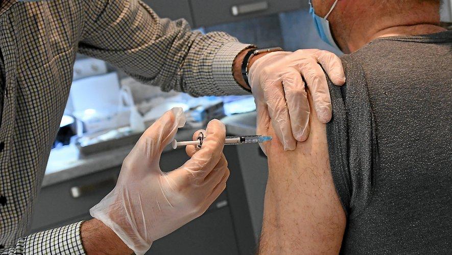 Hier, tout au long de la journée, 240 personnes sont passées dans le centre de vaccination du centre hospitalier Jacques-Puel de Rodez.