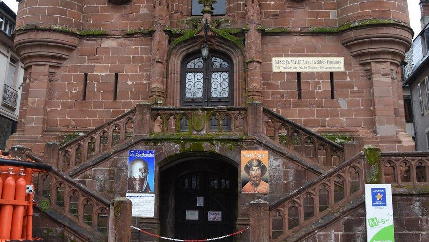 Cette église fut désaffectée  en 1883 au profit  de l'église actuelle.