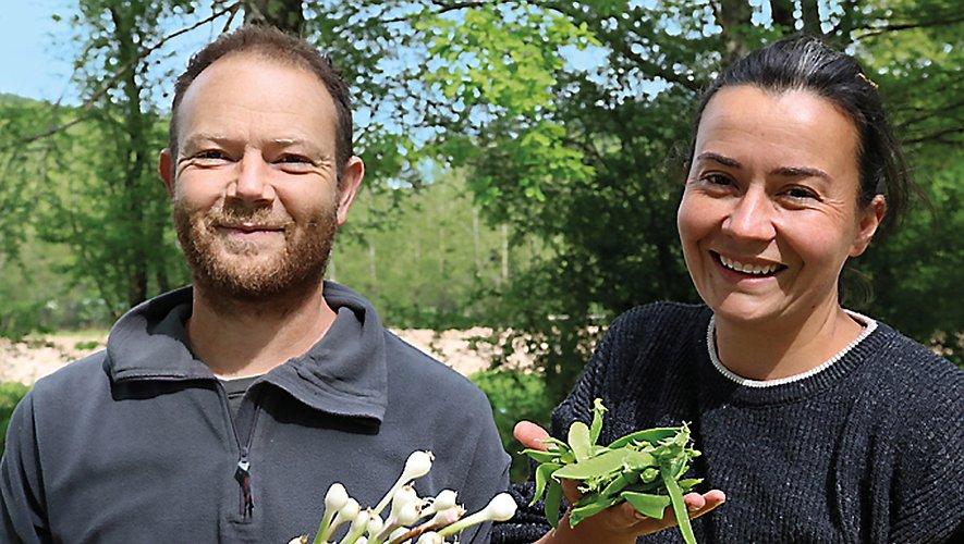Xavier et Marie-Lucile Breton vendent leurs produits, à Najac, le dimanche au marché.
