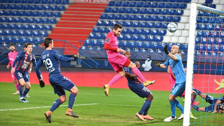 Le capitaine du Raf, Pierre Bardy, a inscrit les deux buts ruthénois sur la pelouse de Caen.