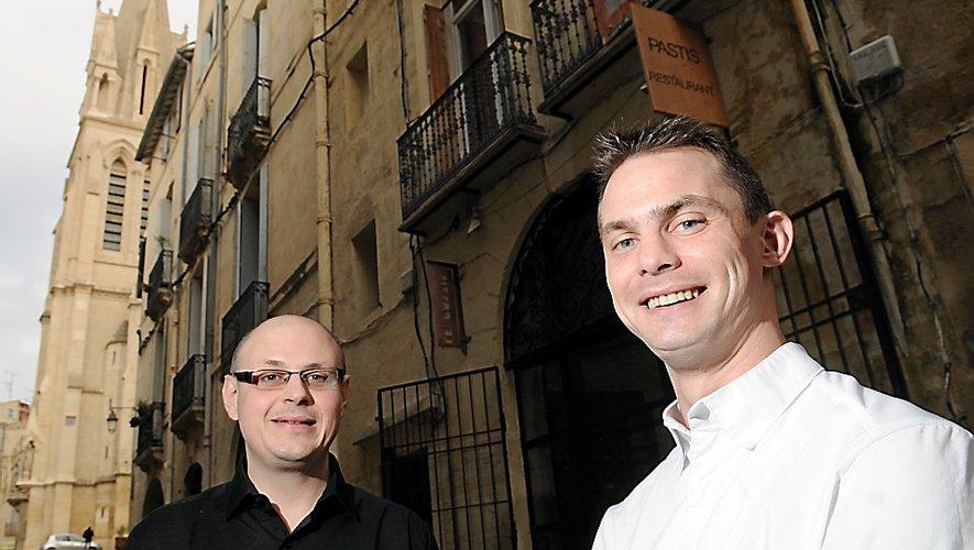 Jean-Philippe Vivant et Daniel Lutrand devant Le Pastis en 2014.