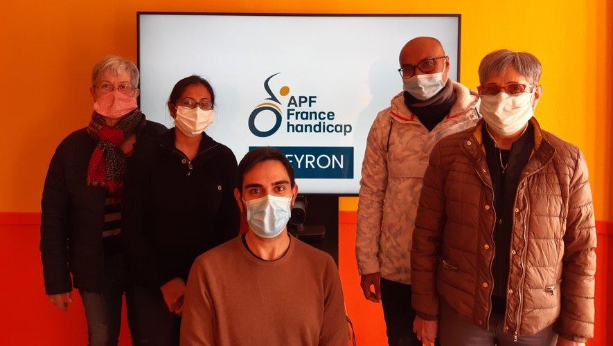 L'équipe APF autour de Lionel Garric Salomon (au centre)