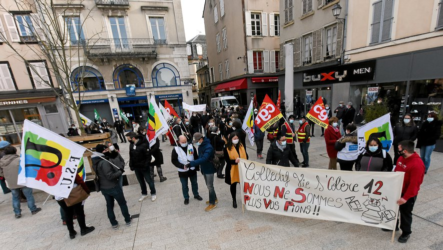 L'intersyndicale a déambulé entre la place de la préfecture, de la Cité et la place d'Armes à Rodez.