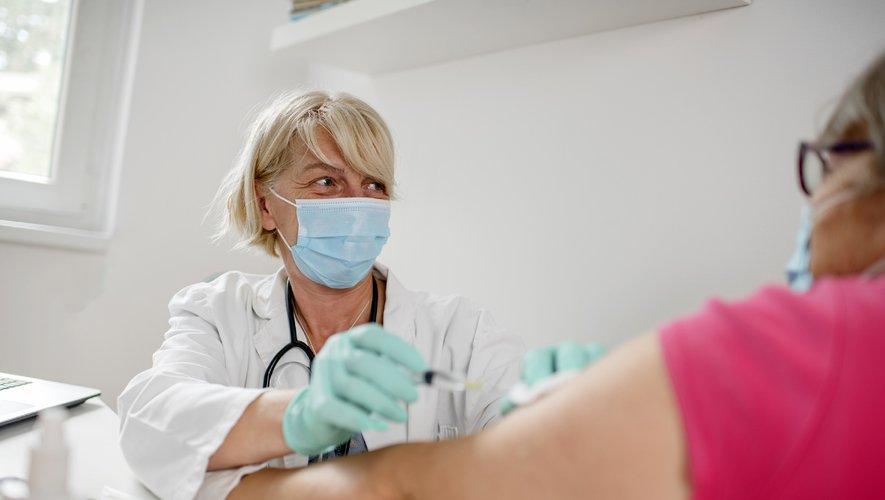 Les Français souhaitent se faire vacciner pour protéger leurs proches, se protéger, et renouer avec une vie normale.