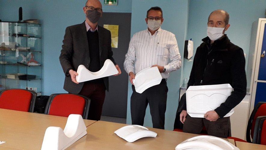 Nicolas Jacquemin, à gauche, présente le projet à Guy Aldebert (DDFPT) et à Stéphane Longueville (enseignant).