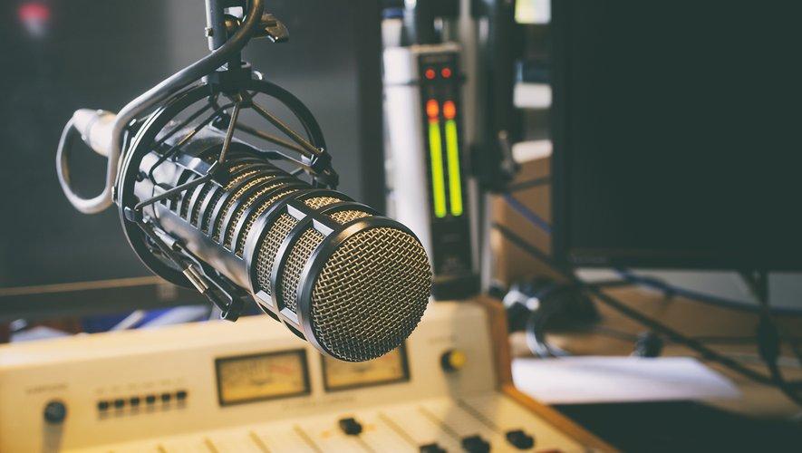 La radio arrive toujours en tête : 52% des Français, soit 2 points de plus que l'an dernier, jugent qu'elle diffuse des nouvelles fidèles à la réalité.