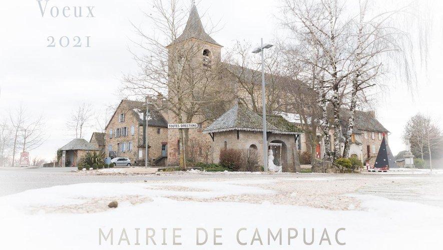 Le centre du village enneigé.