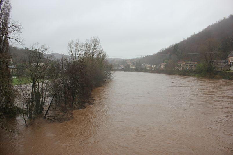 Le Lot a inondé des jardins à Boisse-Penchot