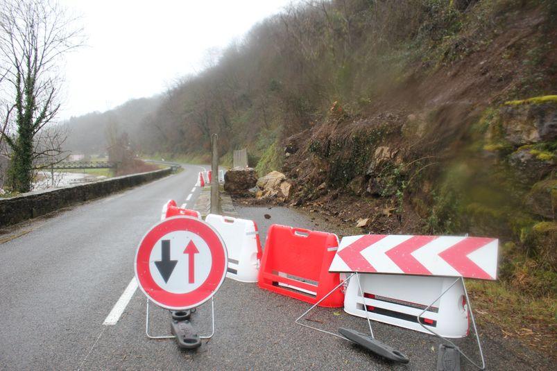 Route éboulée à Boisse-Penchot.