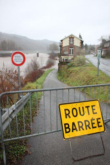 Route coupée à Boisse-Penchot.
