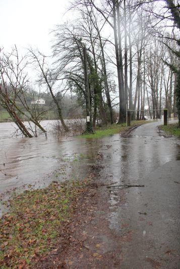 A Boisse-Penchot, la rivière a débordé.