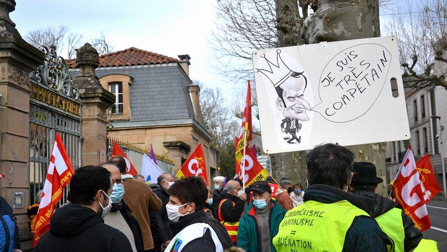 """Emmanuel Macron, toujours au centre des railleries et des jeux de mots des """"gilets jaunes"""".M. C."""