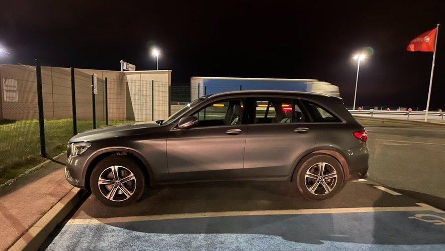 La voiture a été immobilisée sur le parking du peloton autoroutier de Millau.