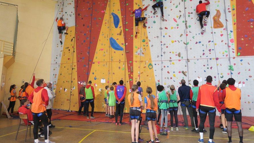 Les élèves de la Viadène ont aussi rencontré et grimpé avec des joueurs du RAF.