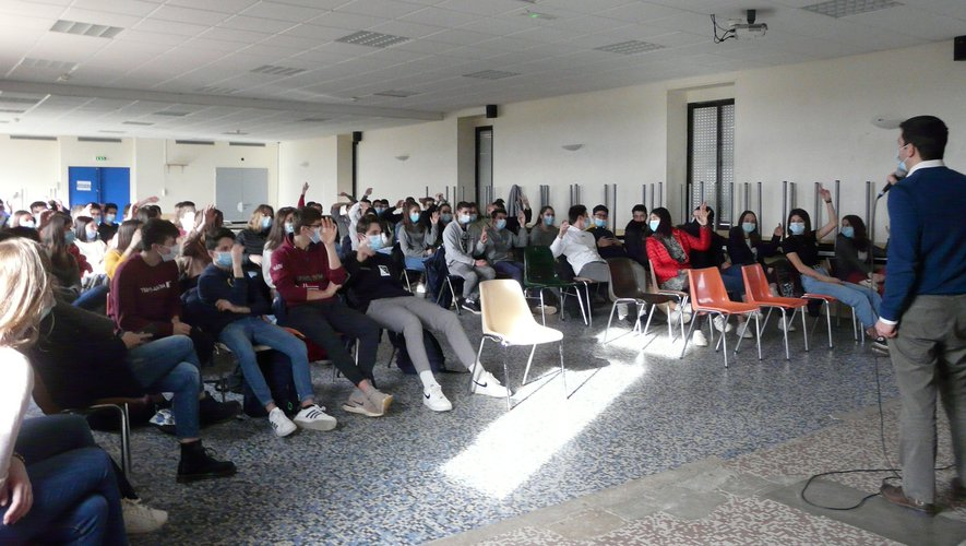 Durant l'intervention de Stéphan Bénézech, dans l'une des classes.