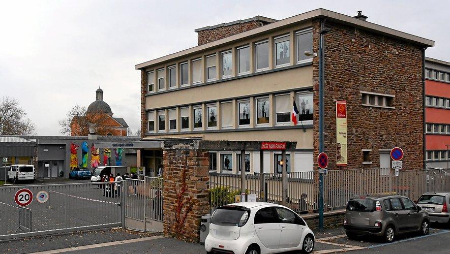 Au lycée Foch, la terminale accueil et relation clients-usagers du lycée professionnel est concernée.