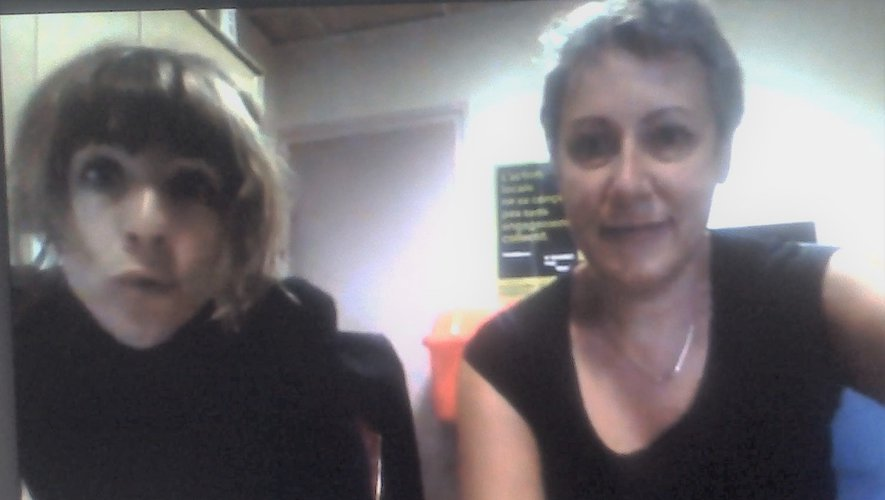 Valéry et Hélène sont aux petits soins des lectrices et lecteurs de l'association.