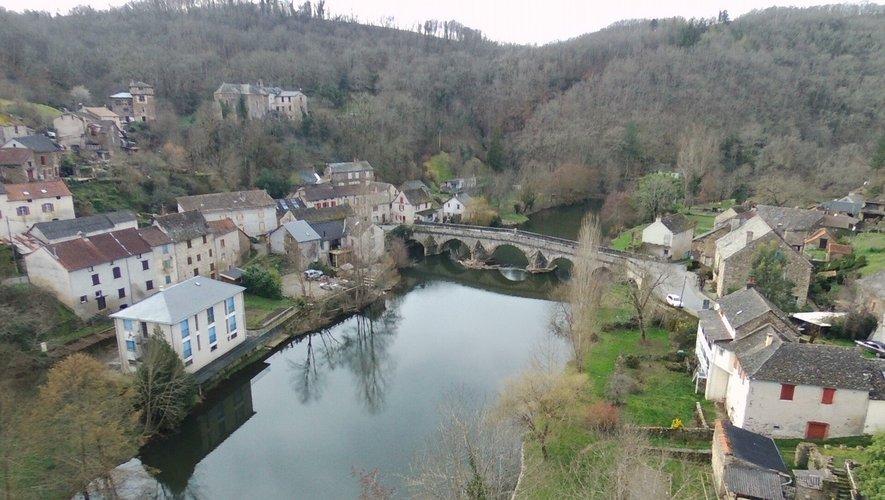 Vue du  Pont de Cirou (commune de Crespin et Mirandols).