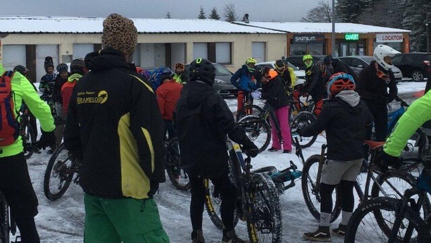 Les vététistes sur la neige de Brameloup.