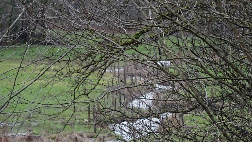 Chantier mené par le SMBVV sur le lieu en amont de l'enclos piscicole de Bonnefon