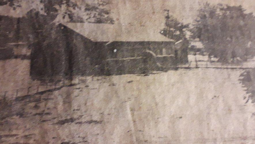 """La station de pompage de la Vieille Montagne (l'endroit est aujourd'hui occupée par """"La Bouquinerie"""") envahie par les eaux."""