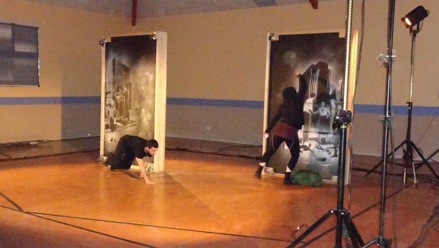 Roméo et Juliette façon Street Art, tout à la fois cocasse et surprenant.